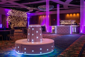 Gatsby Room Decor with Crystal Columns (1)